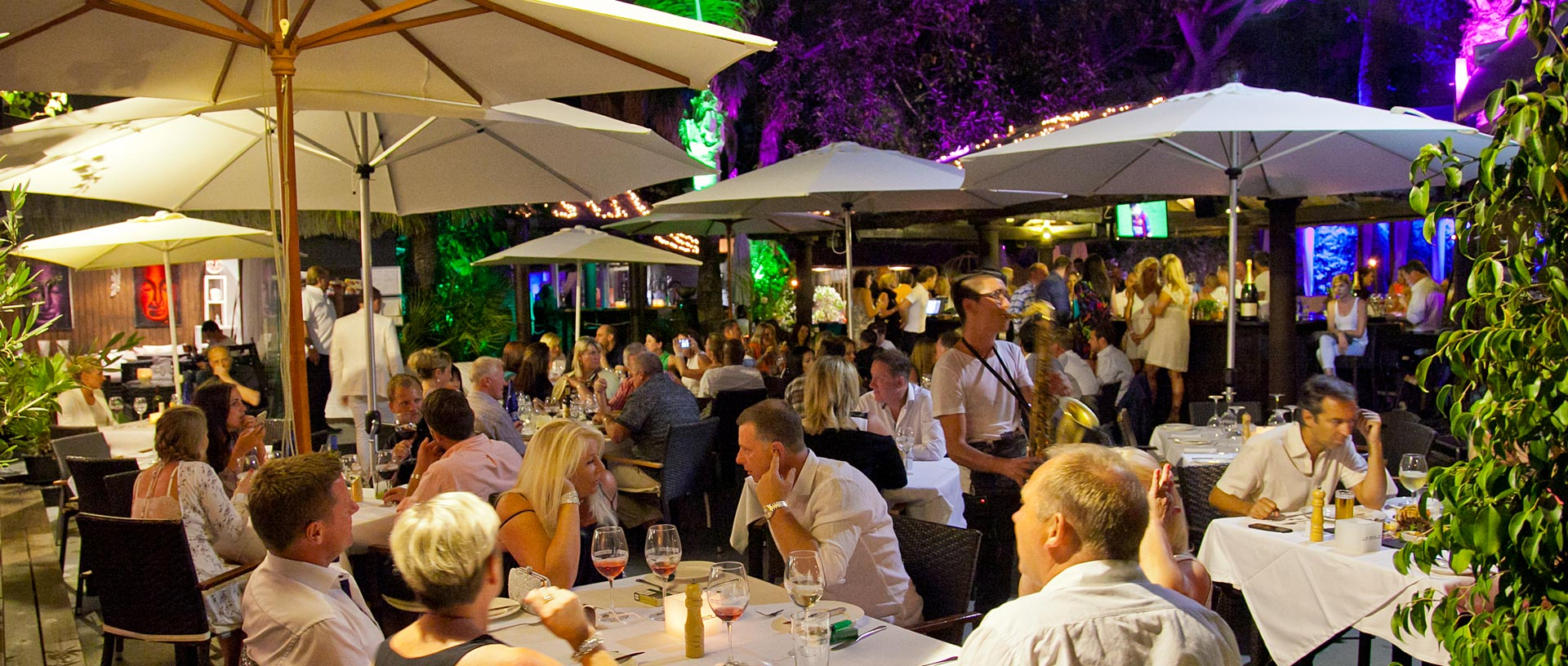 Beachfront evening dining in Marbella in our night restaurant